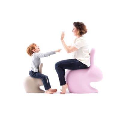 qeeboo-rabbit-chair-sfeer