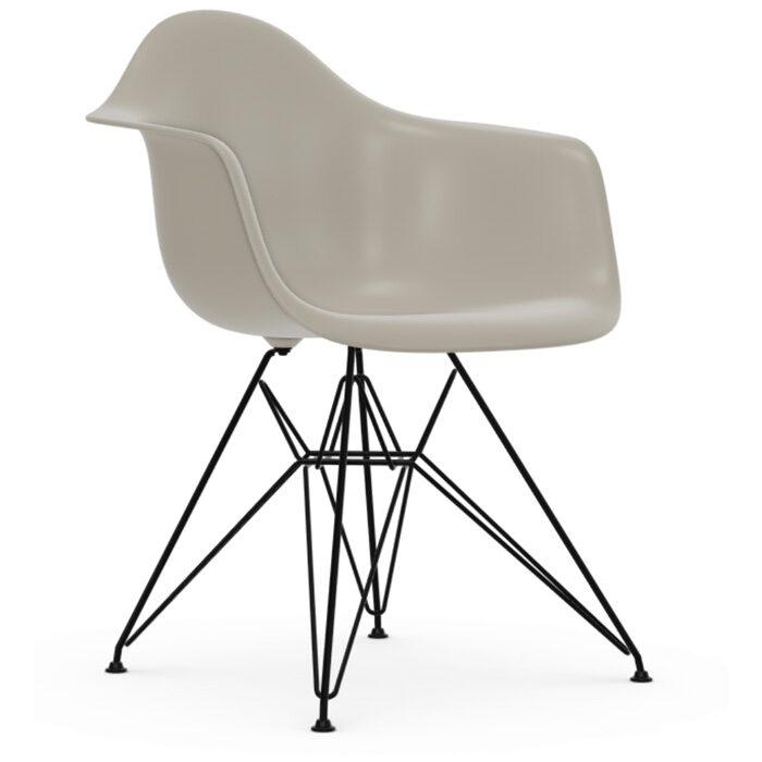 Vitra Eames Plastic Armchair DAR zwart onderstel pebble